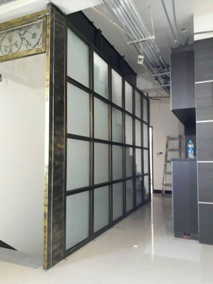 白鐵玻璃帷幕