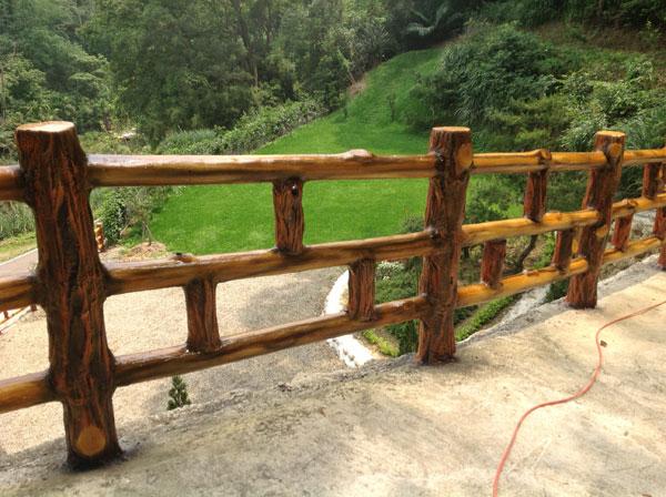 25.水泥仿燒杉木欄杆