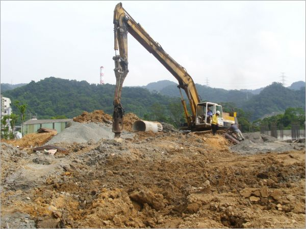 達觀國小大口徑基樁施工