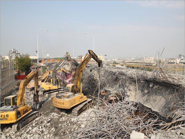 橋樑破碎拆除工程
