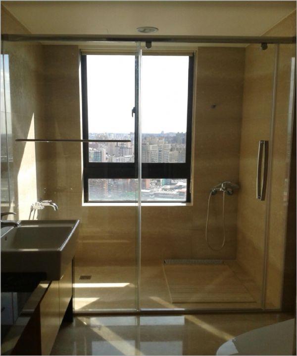 衛浴空間設計(無框 吊軌 一字橫拉)-9