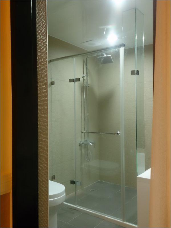 衛浴空間設計(無框 一字推拉)-21
