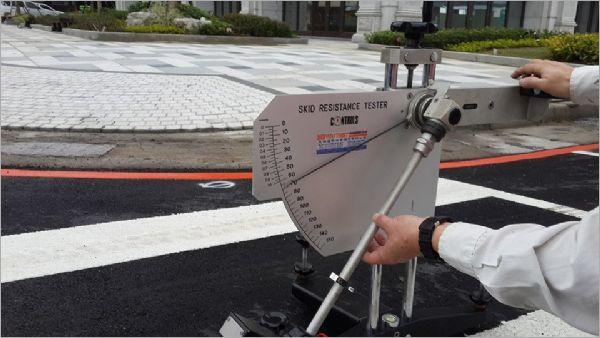 道路路面標線抗滑試驗
