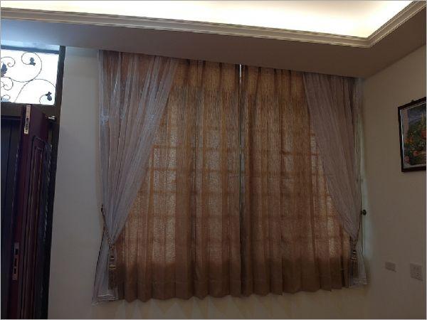 颠覆传统的做法是将窗纱做在窗帘前面