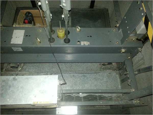 電梯車廂上各部位點檢