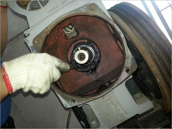 電梯更換電機主機油封