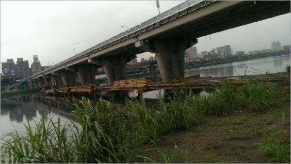 柑園橋施工構台