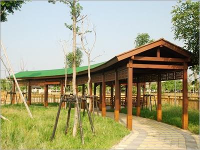 庭院木造屋頂及木造迴廊