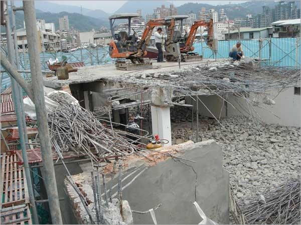破碎機拆除鋼筋混凝土工程